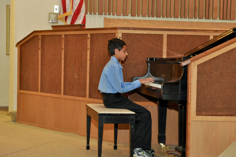 Young musicians piano concert 2011 small size index Small size piano